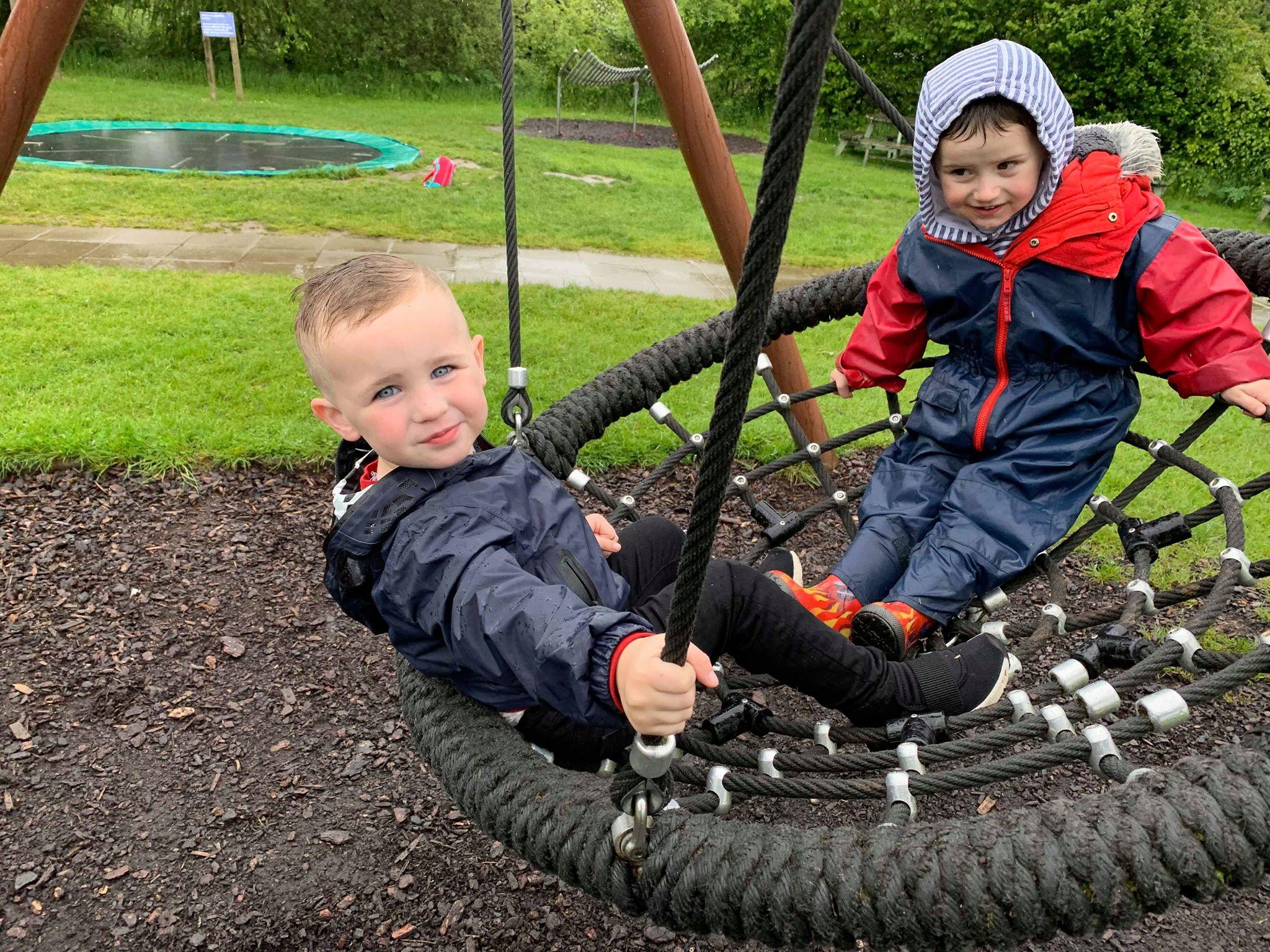 MHL - Children on round swing