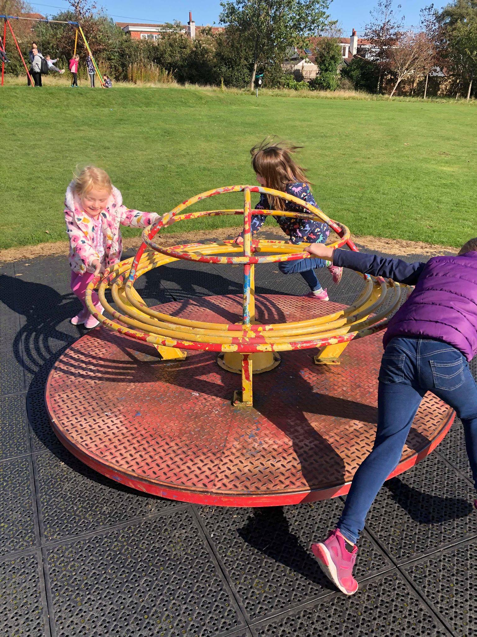 OSC - Girls on roundabout